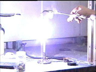 burning magnesium experiment