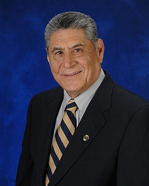 Dr. Arnoldo De León