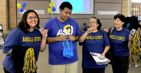 A proud parent and other family members help their student transition to Angelo State University.